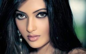 Big-Eyes-Indian-Girl-Wallpaper