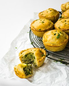 Kale Pesto & Cauliflower Picnic Pies | The Veg Spa