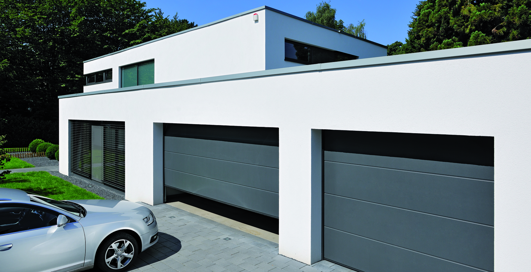 New modern garage doors from Anglian : anglian doors - pezcame.com