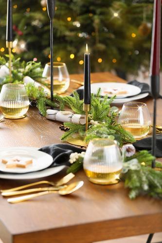 Franklin Oak Dining Table Alt 1