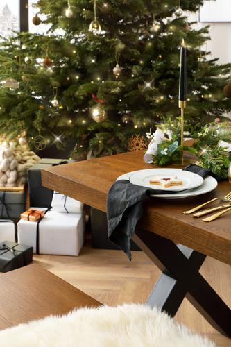 Franklin Oak Dining Table Alt 2
