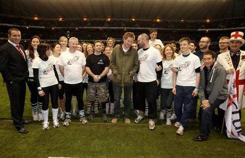 Price Harry joins runners at Twickenham