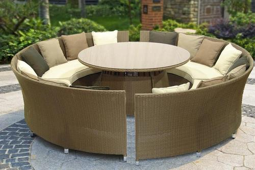 Stunning, Round Wicker Set