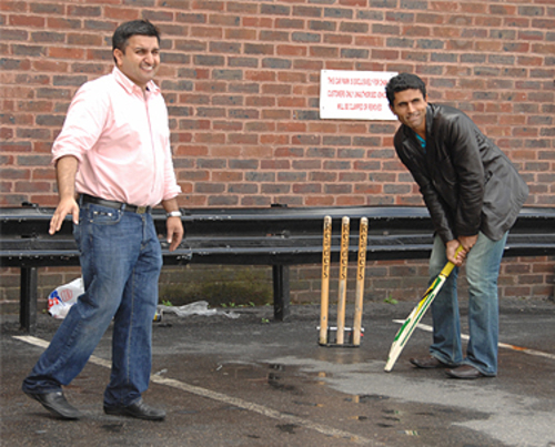 Abdur Razzaq & Frank Khalid play Cricket
