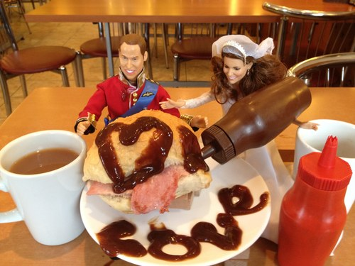 Kate and Wills have a bacon roll