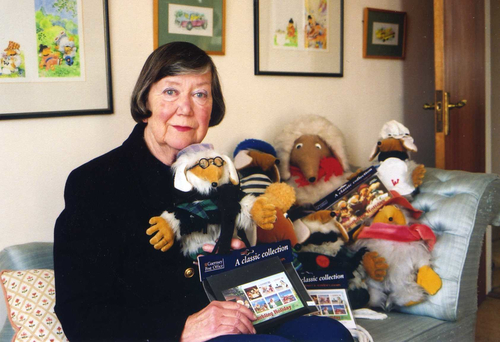 Elisabeth Beresford in 2000 with Wombles