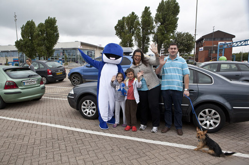 Pip waves off families in the car lanes