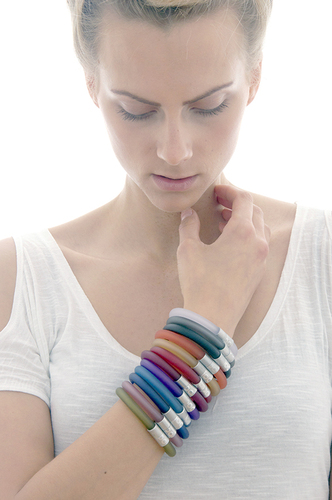 Click magnetic bangles in 12 colours