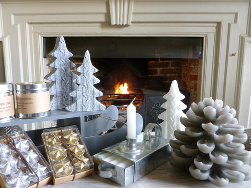 Catesby's Christmas by Candlelight