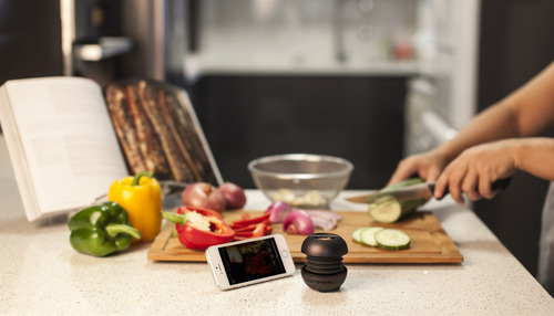 Chat while cooking with the X-mini KAI 2