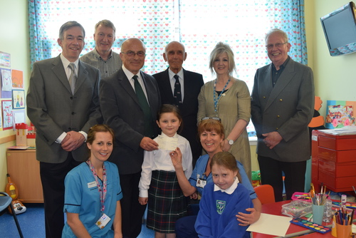 41 Club present cheque to Teapot Trust