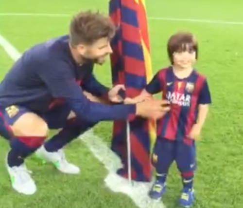 Piqu&eacute celebrates CL with his son Milan