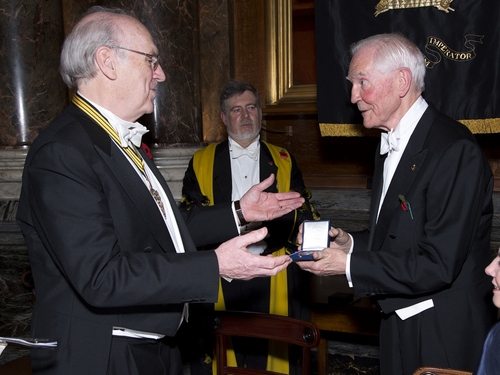 Dr Taylor receives the Harrison Medal