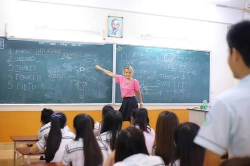 Margarita Ruszkowska teaching in Vietnam