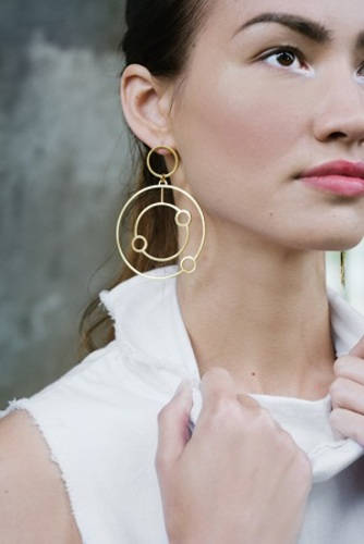 Double orbit hoops in gold