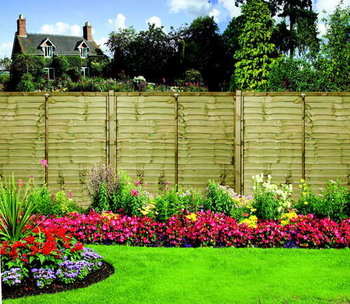 Fence with AVS posts.(Grange Fencing)