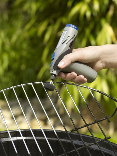 Clean the BBQ grill with Dremel